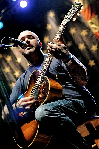 singer aaron lewis staying active in community while balancing music career las vegas review. Black Bedroom Furniture Sets. Home Design Ideas