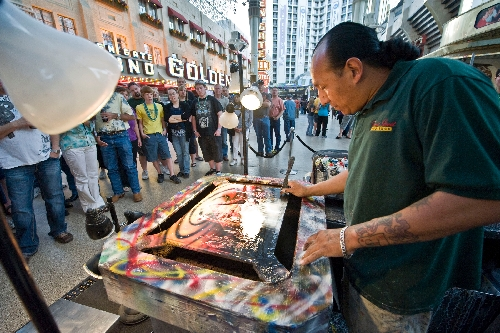 Nevadan At Work Spray Paint Artist Leaves Stars Behind To Find His Style Las Vegas Review Journal