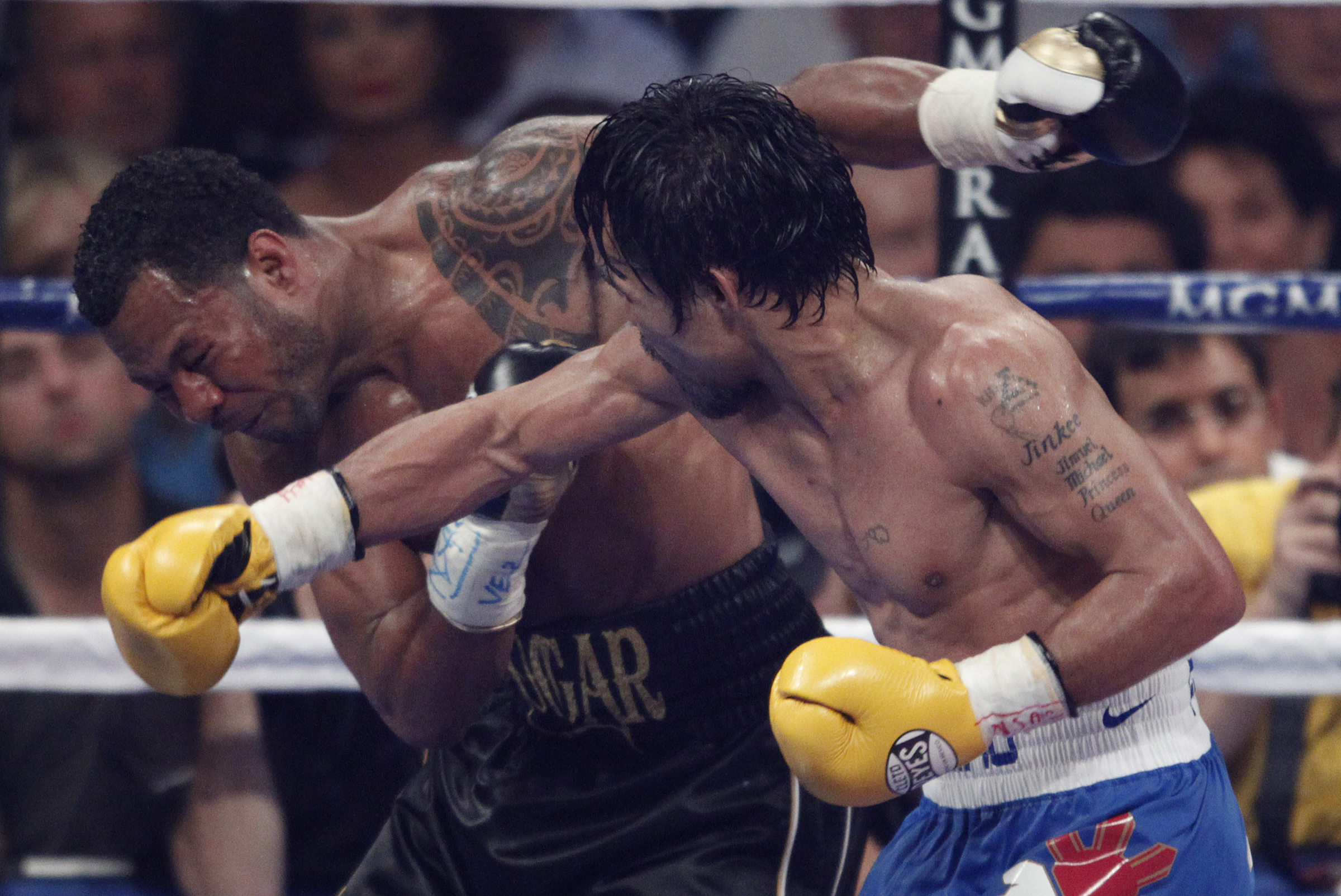 pacquiao-mosley-hit1-050711