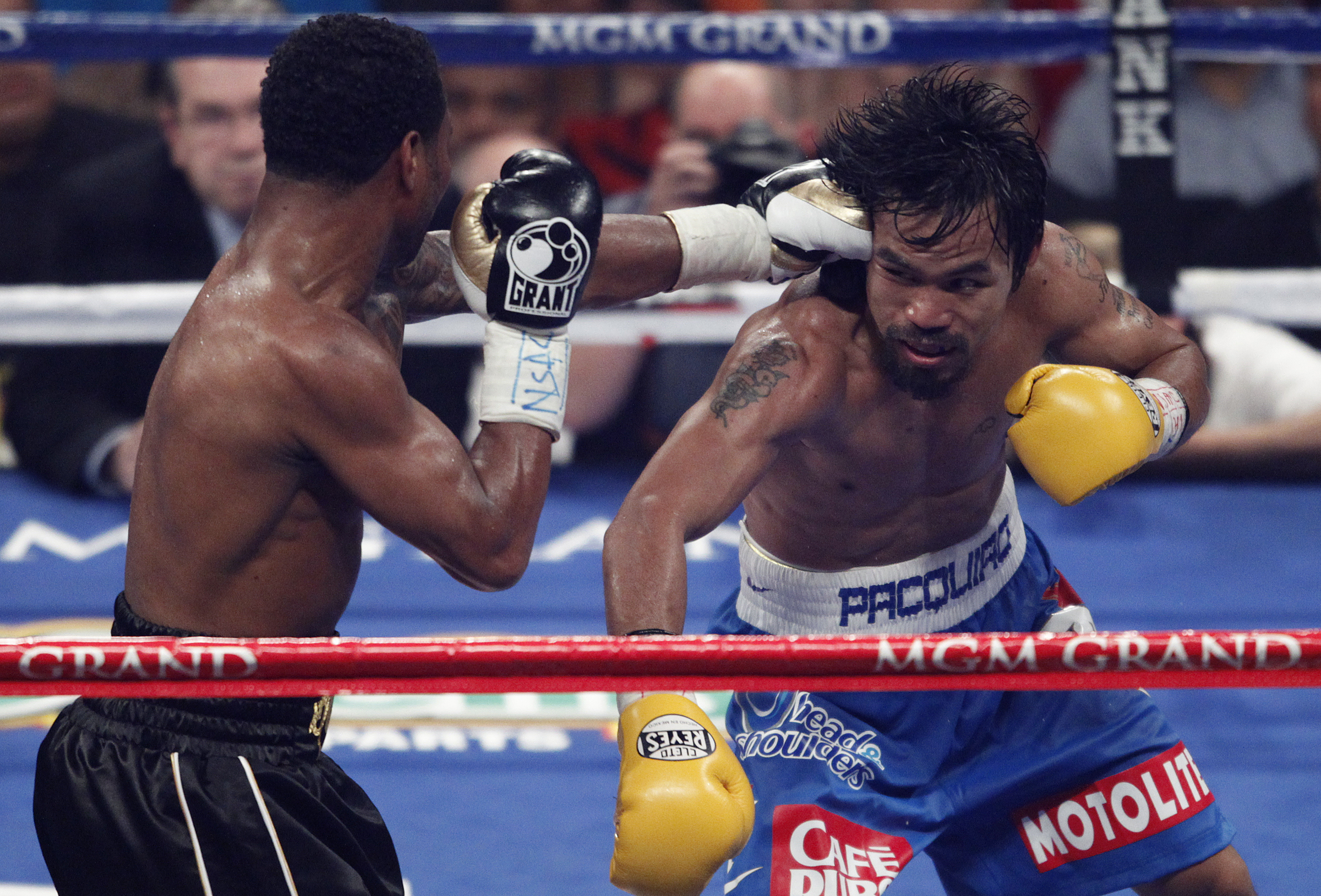 pacquiao-mosley-hit2-050711