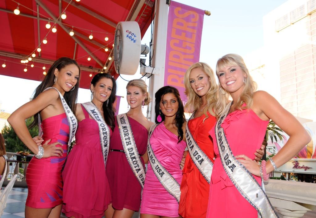 Miss USA Contestants Pose at Serendipity 3 at Caesars Palace_06.07.11