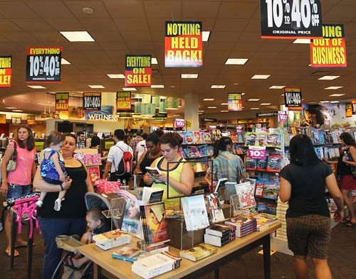 Changing times sink Borders as area shoppers swarm stores – Las ...