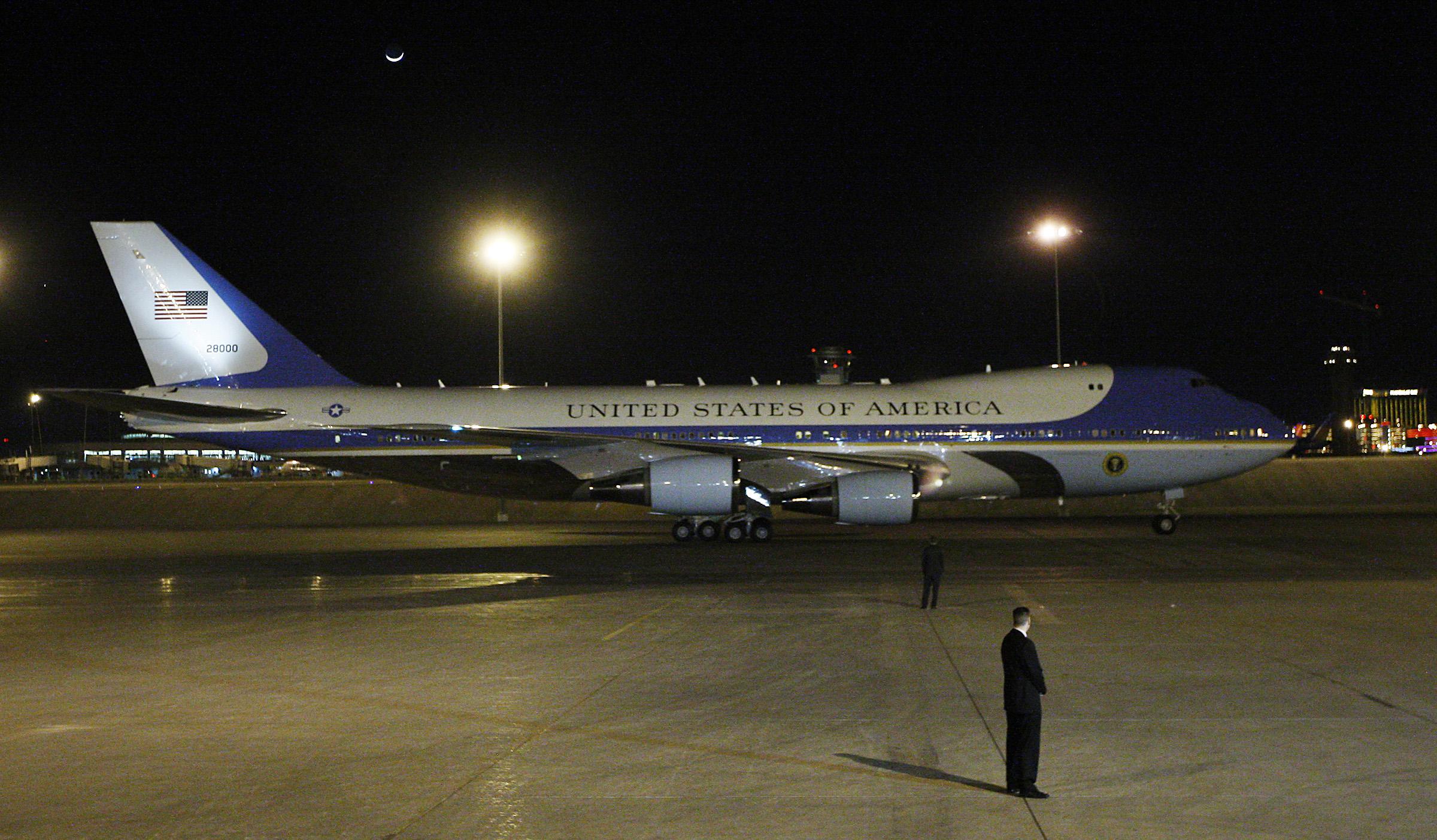 obama_arrives2012.01
