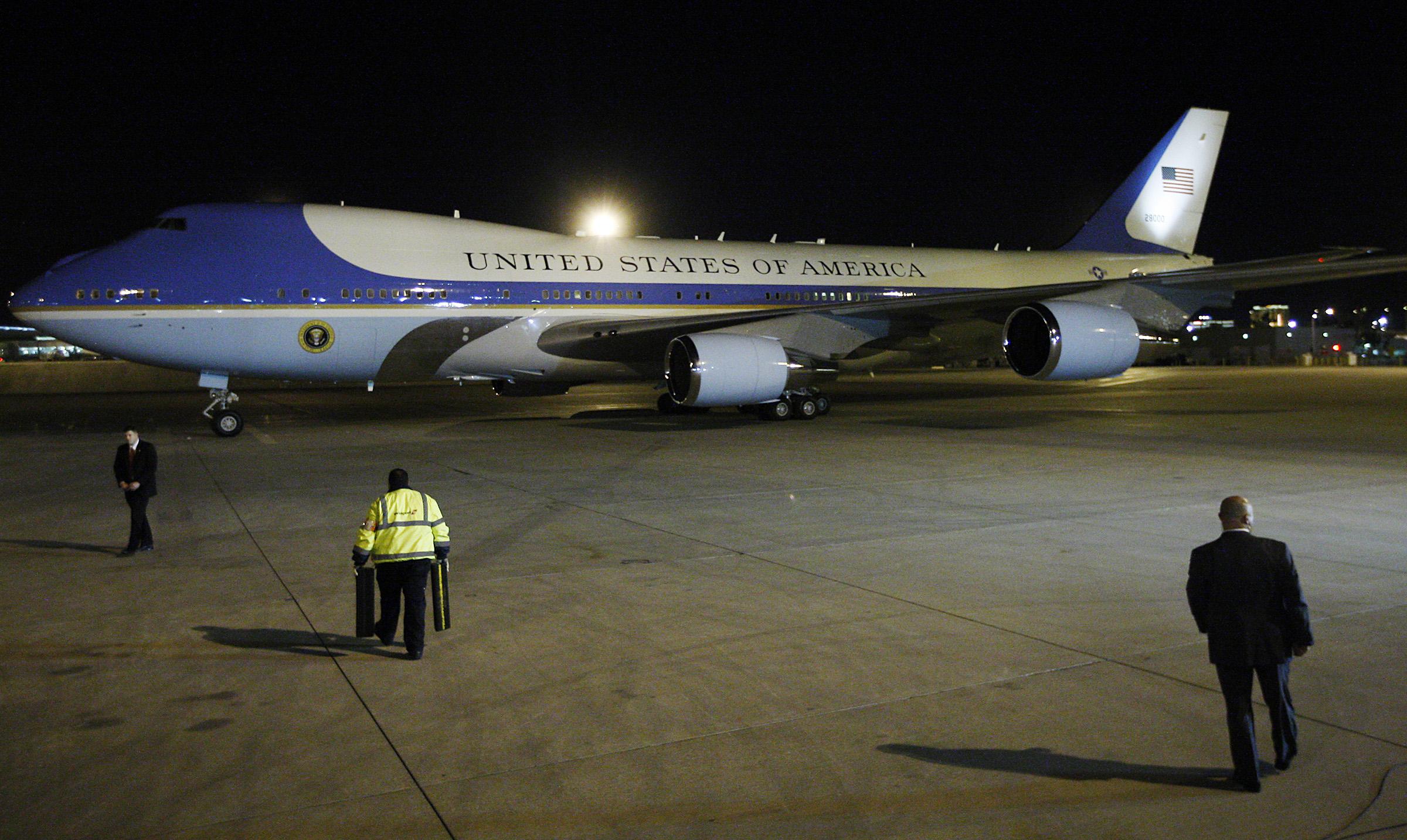 obama_arrives2012.03
