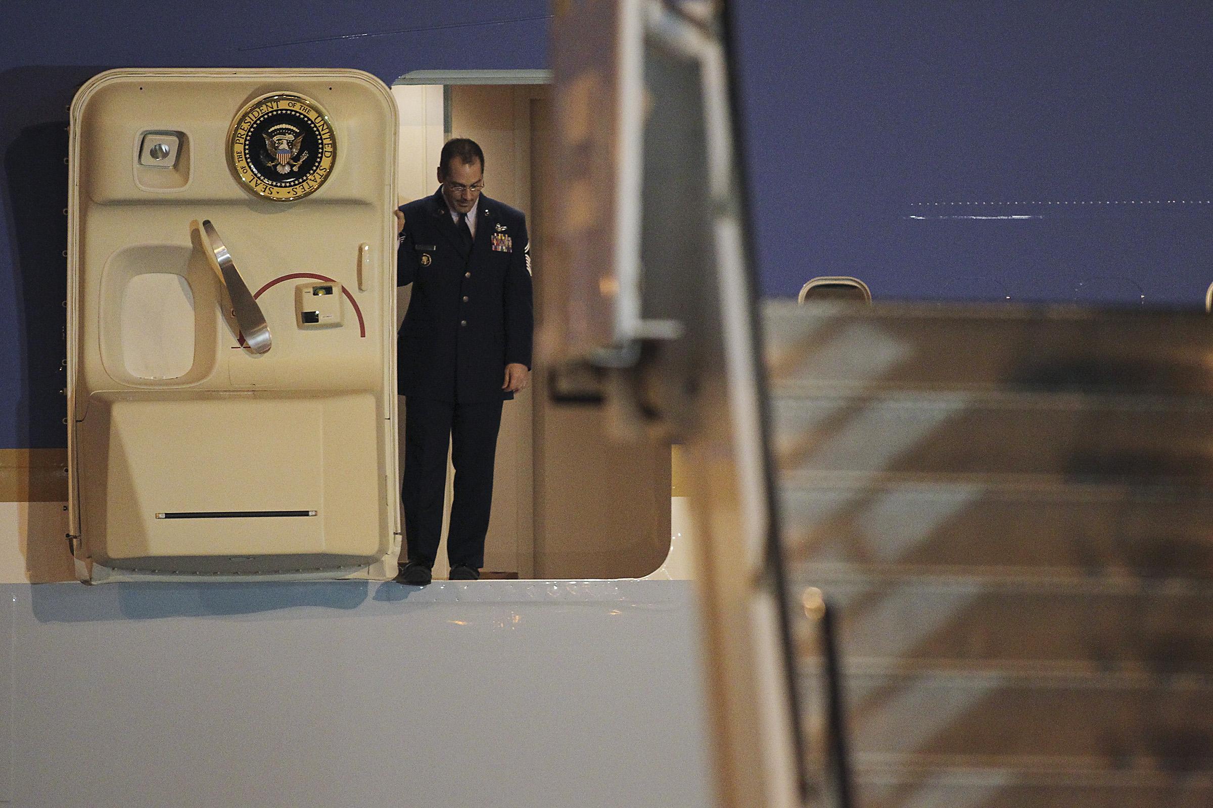 obama_arrives2012.04