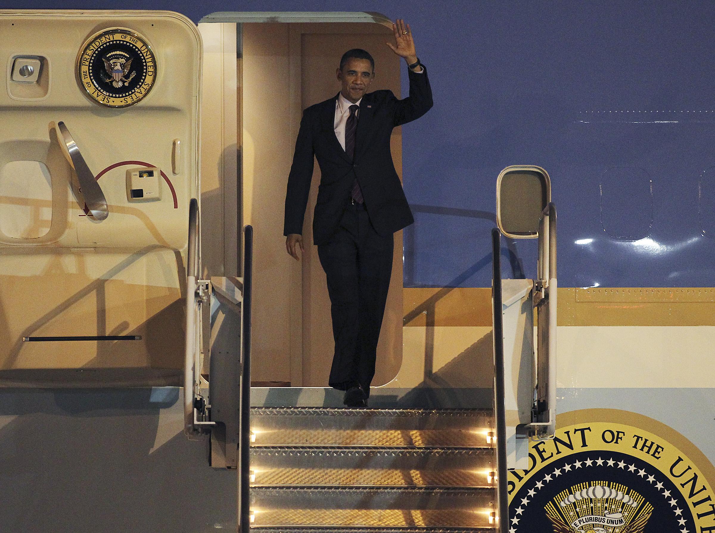 obama_arrives2012.07