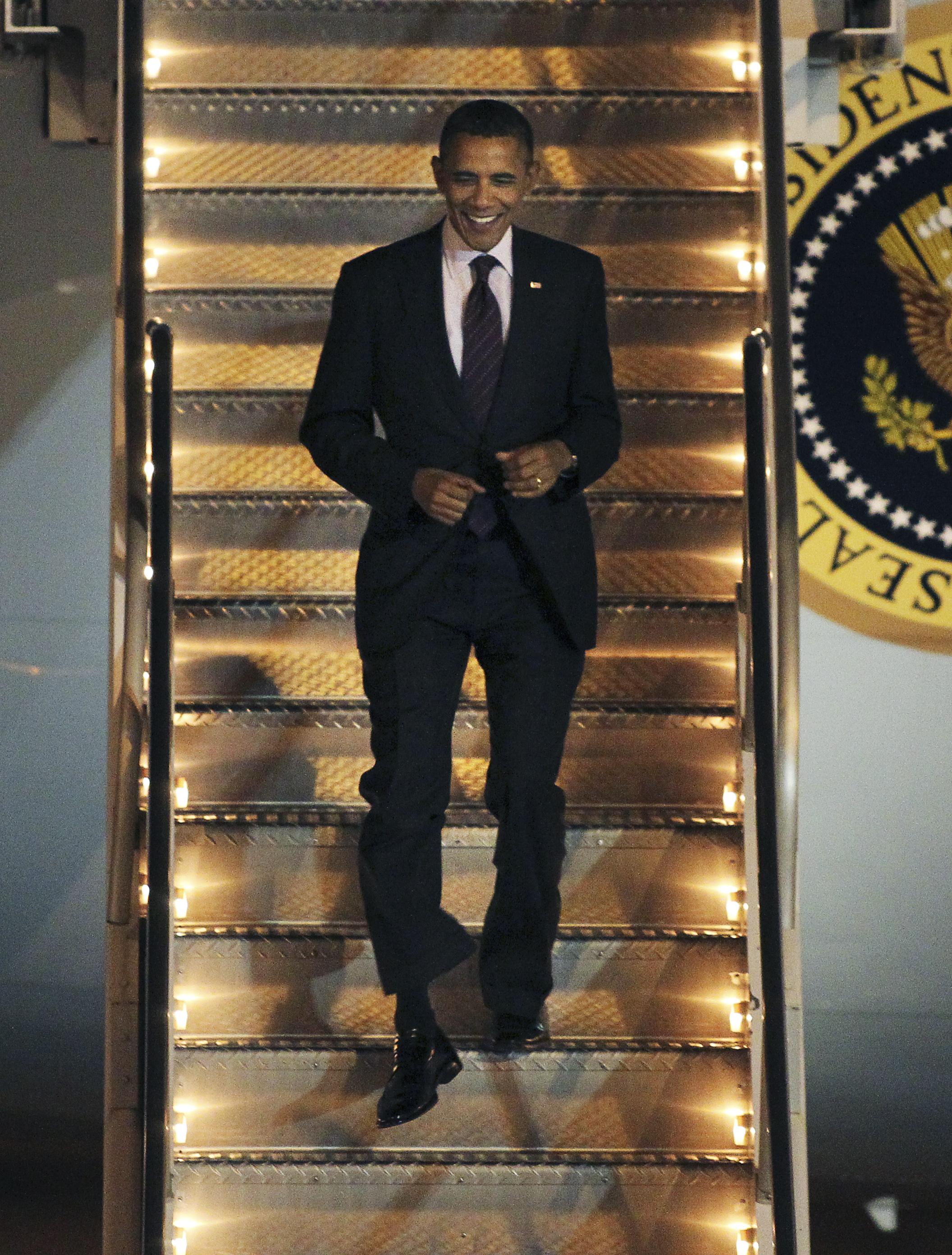 obama_arrives2012.08