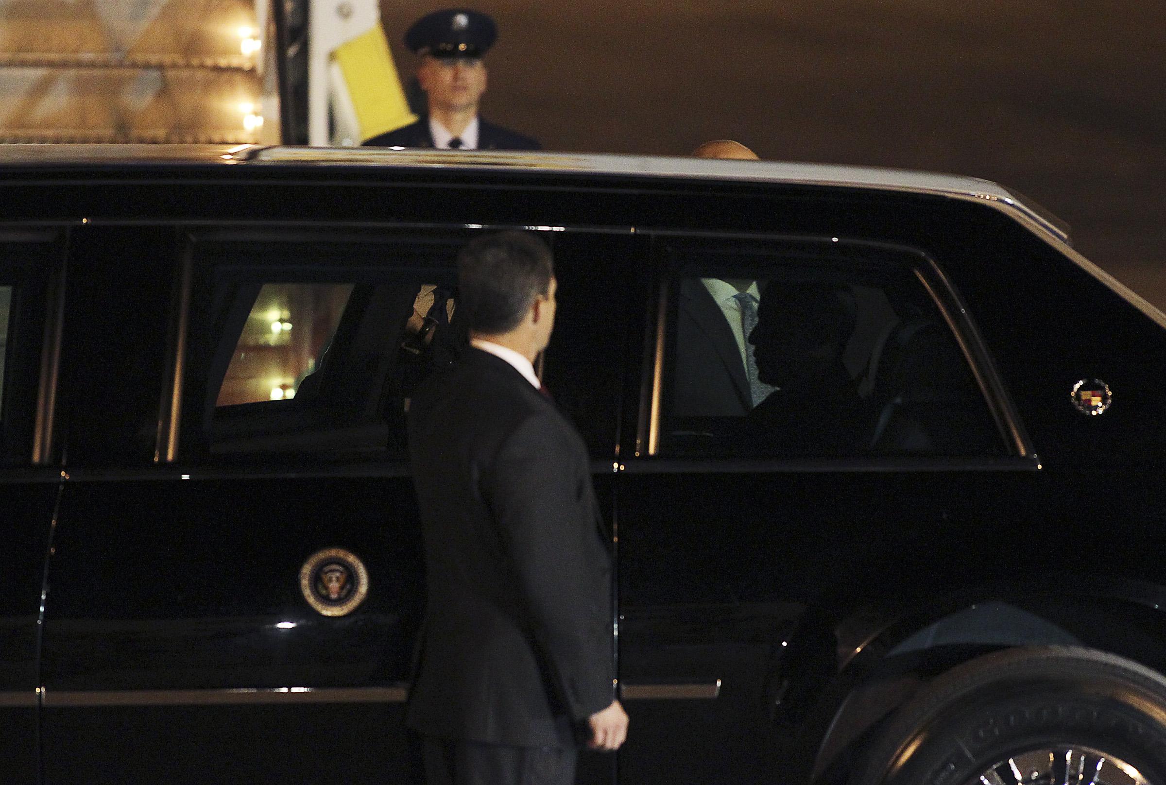 obama_arrives2012.10