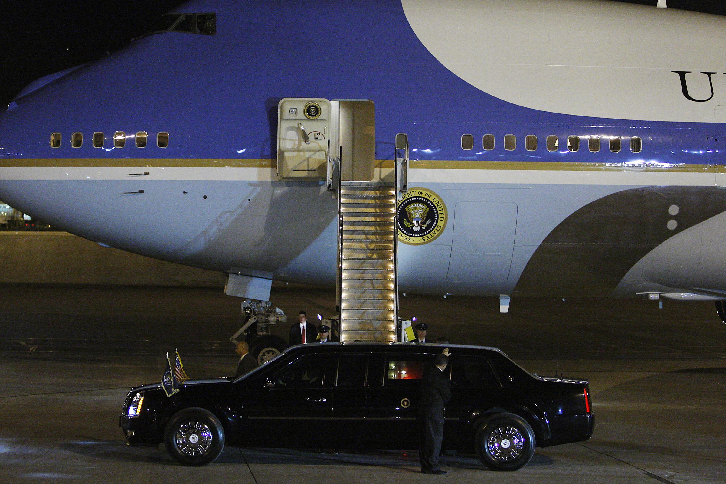 obama_arrives2012.11