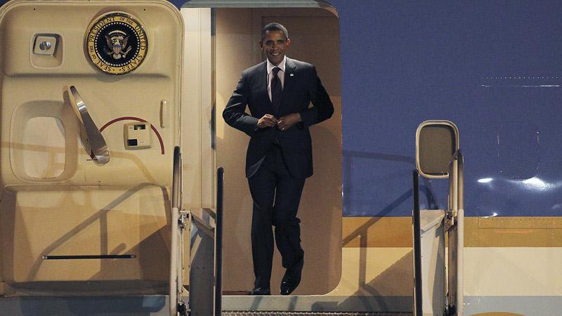 obama_arrives_p