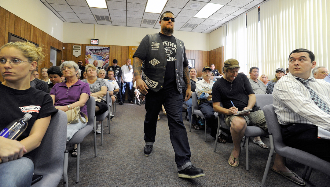 Mongols motorcycle club attends Boulder City hall meeting | Las