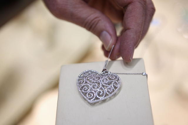 Valentine S Day Keeps Jewelers Hearts Throbbing Las Vegas Review Journal