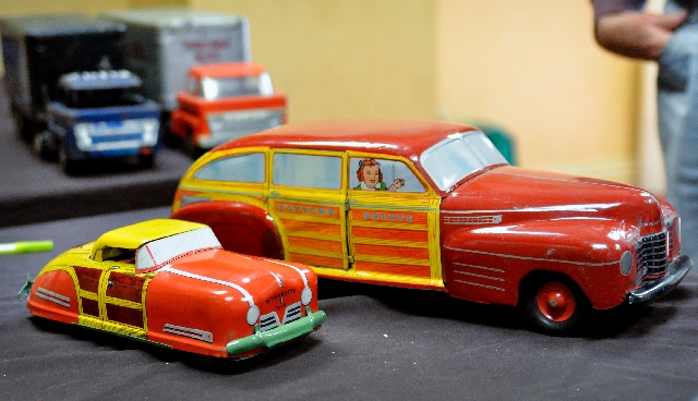 A pair of metal toy cars made in the 1950s is shown at the FX Toy-Buying Roadshow.
