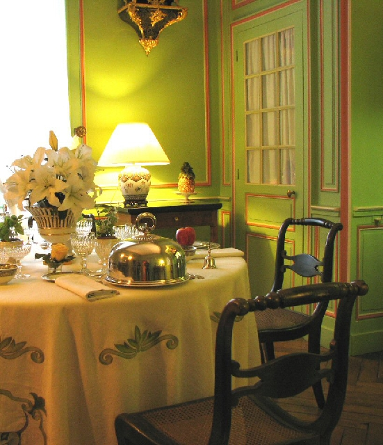 Yellow brightens any room and captures your attention. Green, seen on the walls, makes us feel at home.