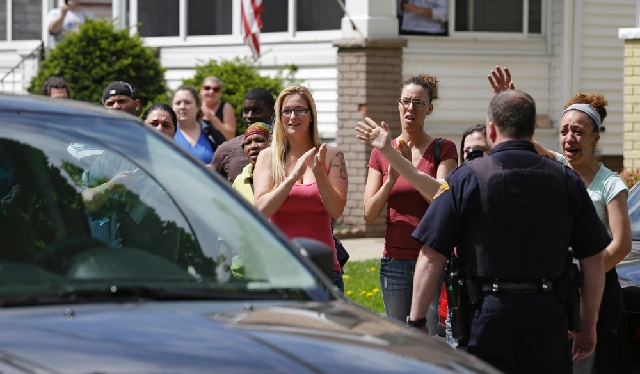 Neighbors and friends of Amanda Berry clap as she arrives at her sister's home  Wednesday in Cleveland.