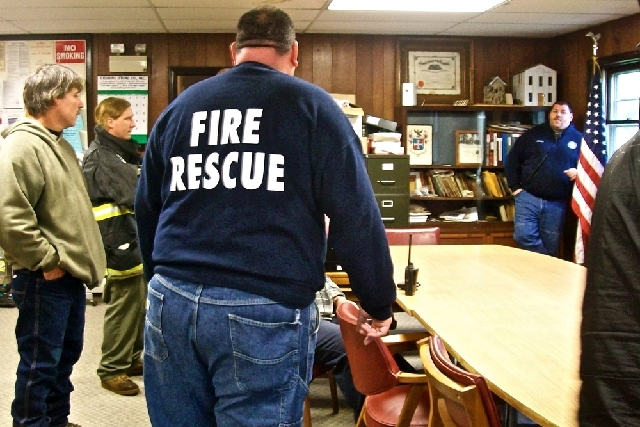 First responders gather at a command post in Ephratah, N.Y., on Saturday, May 25, 2013, as the search for the pilot of a downed Angel Flight out of Massachusetts continues. The twin engine light p ...