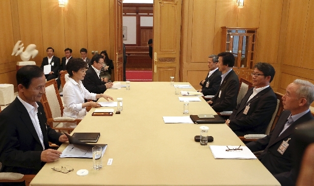 South Korean President Park Geun-hye, second from left, presides over a security meeting to discuss the upcoming South and North Korea talks at the presidential house in Seoul, South Korea on Monday.