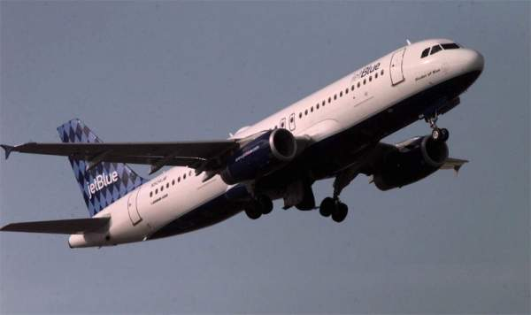 A lawsuit accusing JetBlue of negligence after a pilot had a meltdown on a New York-to-Las Vegas flight has been settled.