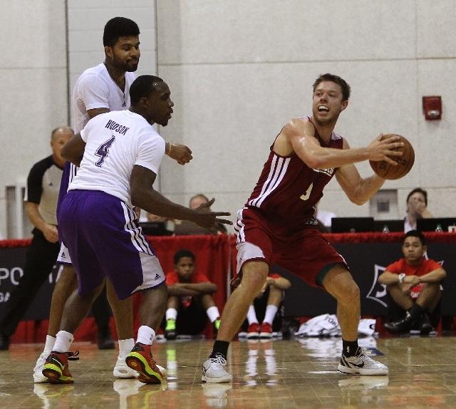 8b85363d1e2 Cavaliers guard Matt Dellavedova looks to pass against Lakers guards Lester  Hudson (4) and