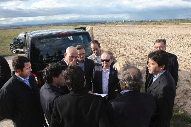 Las Vegas Sands Corp. chairman Sheldon Adelson, center with sunglasses, and Madrid officials are seen at a site on the outskirts of Madrid where EuroVegas is planned. But a new report suggests San ...