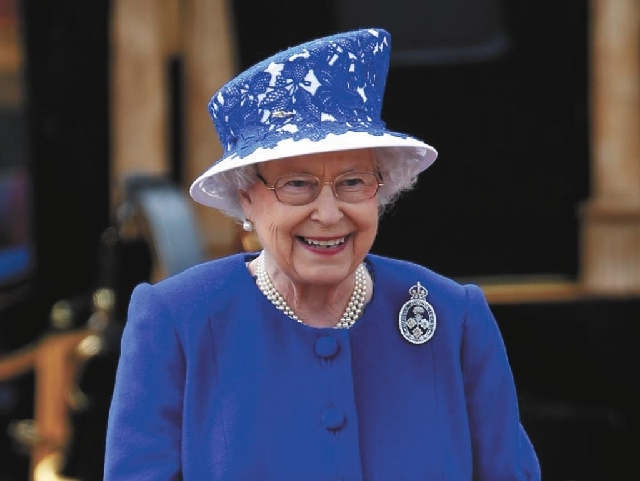 The British Parliament legalized same-sex unions Wednesday the day after Queen Elizabeth II  gave her approval of gay marriage.