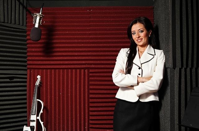Nina DiGregorio, founder and violinist of Bella Electric Strings.