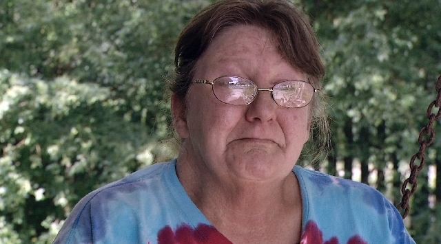 In this image made from video, Connie Homer, the mother of Ronald Lee Homer Jr., speaks to a reporter, in Conyers, Ga. Ronald Lee Homer Jr.,  fell to his death during an Atlanta Braves game at the ...
