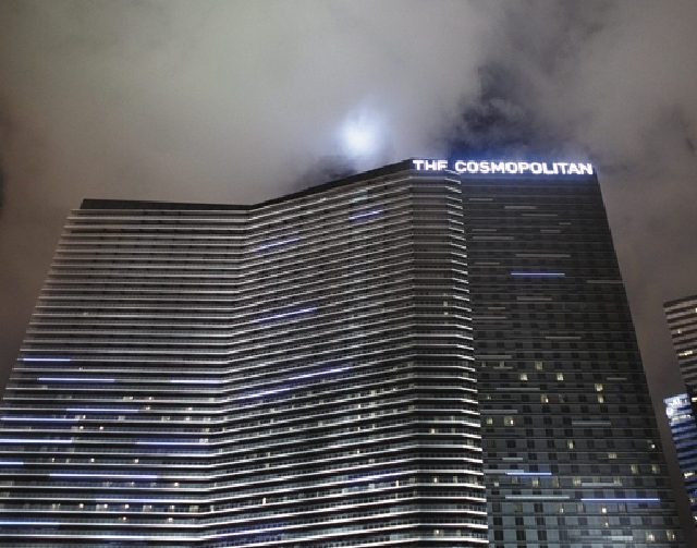 More than 7,000 current and former Cosmopolitan of Las Vegas employees can participate in a wage and overtime lawsuit filed in May 2012, a judge has ruled.