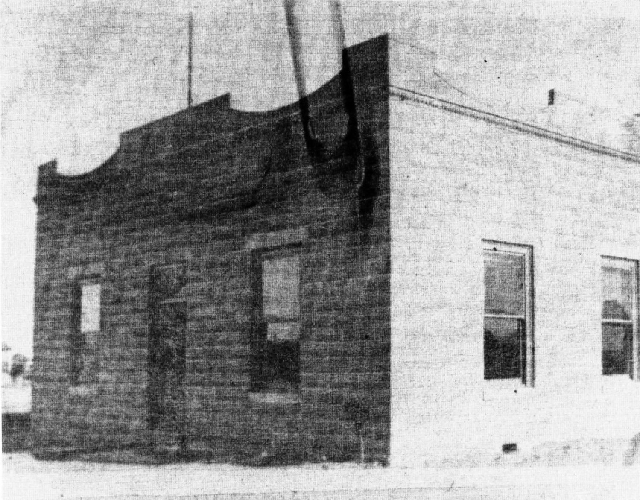 1909: The original Clark County courthouse is seen in a photograph.