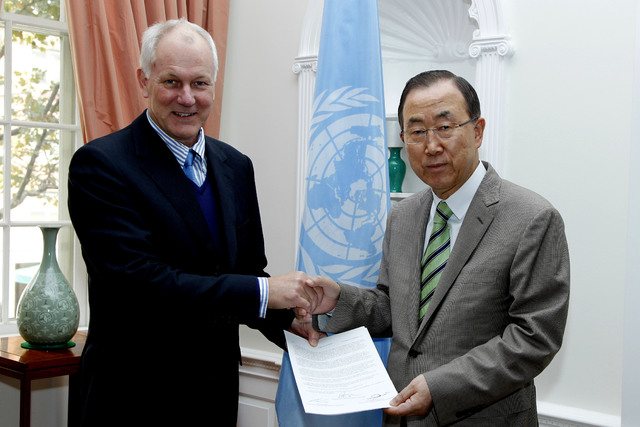This photo released by the United Nations shows professor Ake Sellstrom, head of the chemical weapons team working in Syria, handing over the report on the Al-Ghouta massacre to Secretary-General  ...