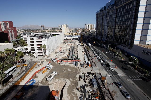 Construction on the Ganesvoort is seen along Flamingo in Las Vegas Thursday, Sept. 19, 2013. (John Locher/Las Vegas Review-Journal)