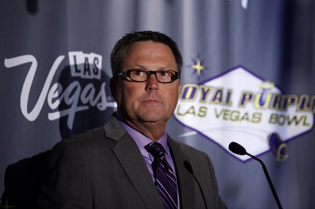 Dan Hanneke, Executive Director of the Las Vegas Bowl, speaks at a luncheon for the Las Vegas Bowl in Las Vegas Wednesday, Sept. 25, 2013.  (John Locher/Las Vegas Review-Journal)