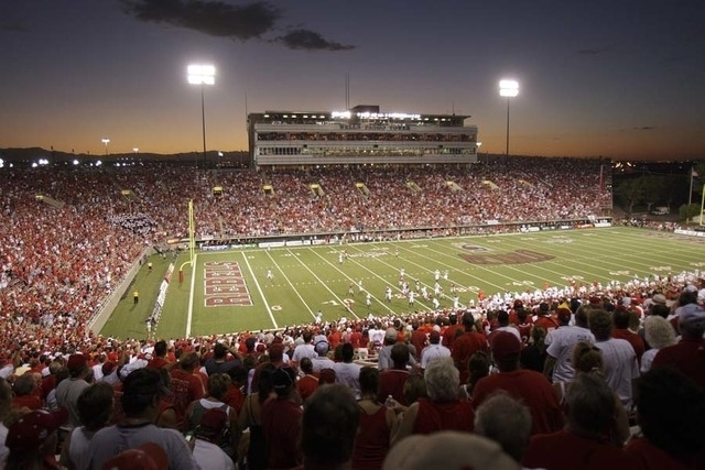 UNLV battles Wisconsin in football before a sold out crowd at Sam Boyd Stadium in 2007. (JOHN LOCHER/REVIEW-JOURNAL)