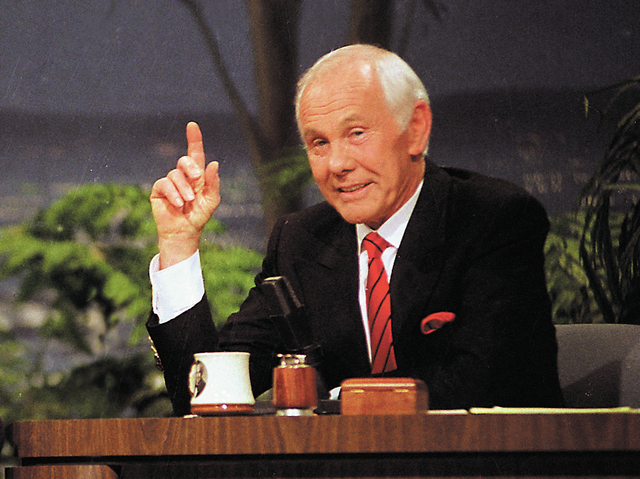 """FILE - In this May 22, 1992 file photo, host Johnny Carson gestures on """"The Tonight Show"""" during his broadcast in Burbank, Calif. said Thursday that it is developing a miniseries based o ..."""