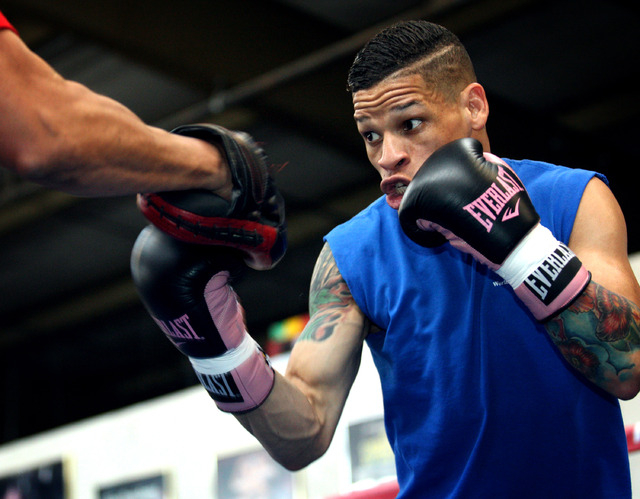 Featherweight boxer Orlando Cruz works out at Top Rank Gym in Las Vegas on Monday.  (Jessica Ebelhar/Las Vegas Review-Journal)