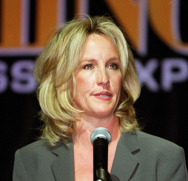 Erin Brockovich speaks at World Gaming Congress in Las Vegas in this Oct. 18, 2001, file photo. (Gary Thompson/Las Vegas Review-Journal)
