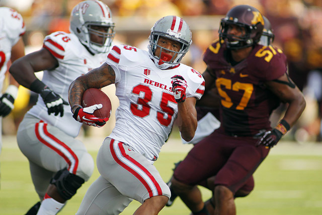 UNLV running back Tim Cornett (35) runs for a touchdown in front of Minnesota linebacker Aaron Hill (57) during the first quarter of their game, on Aug. 29 in Minneapolis. (AP Photo/Andy Clayton-King)