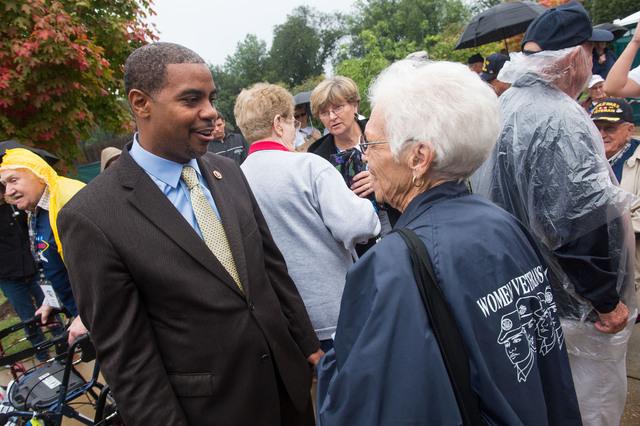 Representative Horsford greets World War II Veteran Elizabeth Dupont, Saturday October 12, 2013 at the World War II memorial in Washington DC. (Lisa Helfert/Special to the Las Vegas Review-Journal)