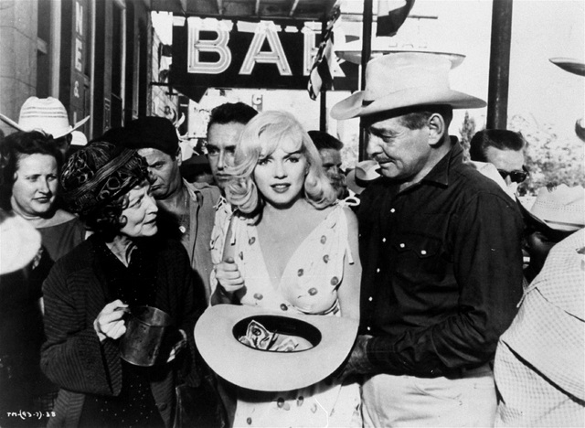 """Marilyn Monroe with her winnings and Clark Gable in John Huston's """"The Misfits,"""" United Artists, 1961. (AP Photo)"""