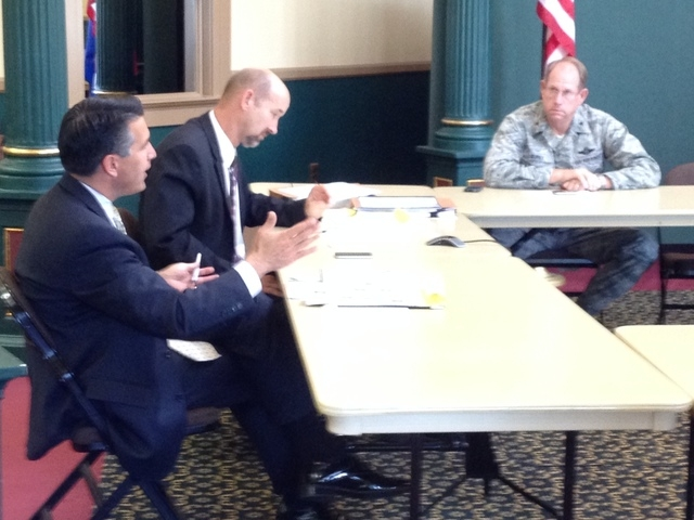 Gov. Brian Sandoval meets with cabinet members on Tuesday. (Sean Whaley/Las Vegas Review-Journal)