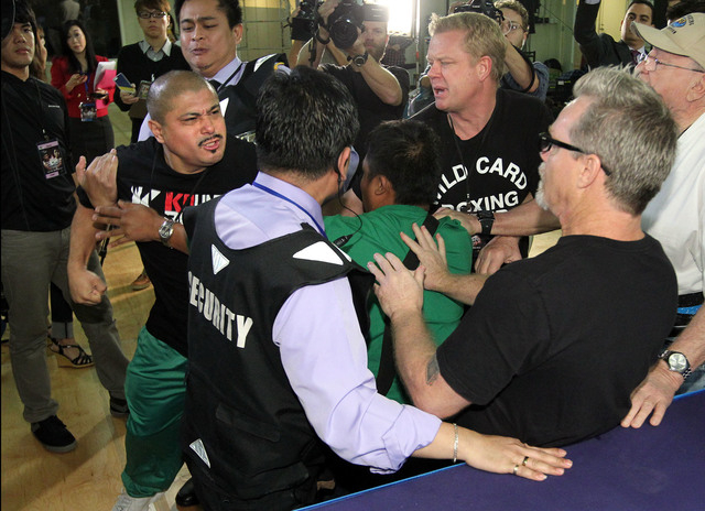 It was a battle of words when the camps of Team Rios and Team Pacquiao crossed paths during training sessions Wednesday at The Venetian Macao Resort. Manny Pacquiao and former world champion Brand ...