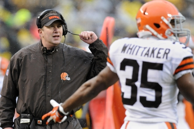 Cleveland Browns head coach Rob Chudzinski, left, looks to an official along with running back Fozzy Whittaker (35) in the second quarter of an NFL football game against the Pittsburgh Steelers, S ...