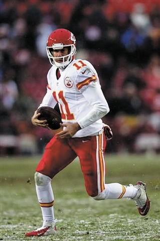 Kansas City Chiefs quarterback Alex Smith scrambles with the ball during the second half of an NFL football game against the Washington Redskins in Landover, Md., Sunday, Dec. 8, 2013. (AP Photo/E ...
