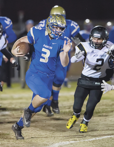 Reed quarterback Chris Denn carries the ball. (Daily Sparks Tribune)