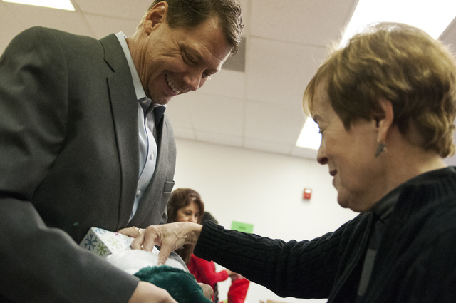 Pat Skorkowsky, left, Clark County School District superintendent, helps volunteer Pam Ghertner put together a gift during his visit to Title 1 Homeless Outreach Program For Education in Las Vegas ...