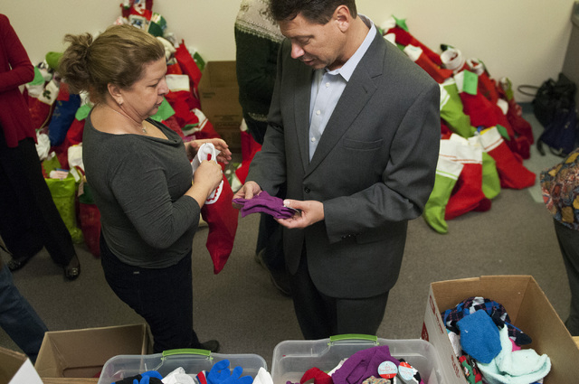Pat Skorkowsky, right, Clark County School District superintendent, helps volunteer Linda Cabot put together a gift during his visit to Title 1 Homeless Outreach Program For Education in Las Vegas ...