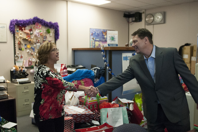 Aida Dominguez, left, student success advocate at Title 1 Homeless Outreach Program For Education, greets Pat Skorkowsky, Clark County School District superintendent, during his visit to Title 1 H ...