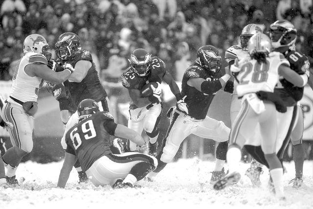 Philadelphia Eagles' LeSean McCoy moves the ball during the second half of an NFL football game against the Detroit Lions, Sunday, Dec. 8, 2013, in Philadelphia. (AP Photo/Matt Rourke)