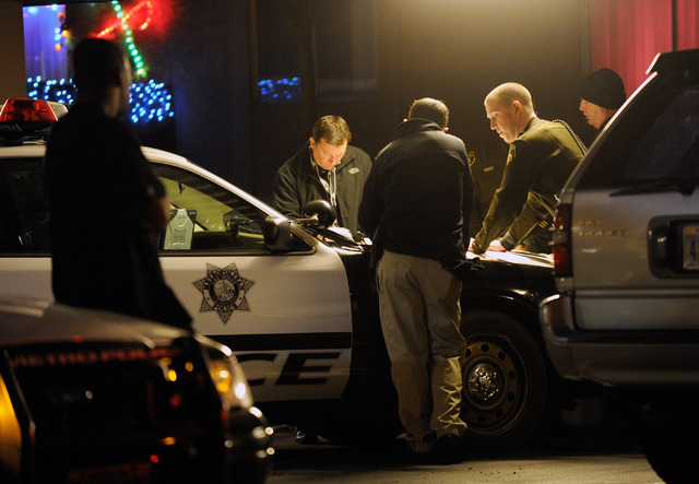 Las Vegas police investigate a shooting at the Regency Heights apartments, 3650 E. Lake Mead Blvd., on Tuesday. (David Becker/Las Vegas Review-Journal)