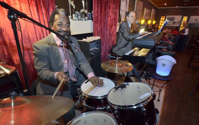 Paul Stubblefield, left, and Randy Thomas play at Casa di Amore at 2850 E. Tropicana Ave. in Las Vegas on Saturday, Dec. 14, 2013. (Bill Hughes/Las Vegas Review-Journal)